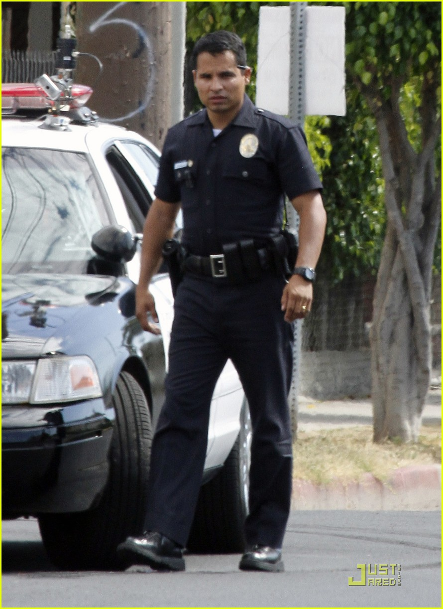 jake gyllenhaal guns out for end of watch 06