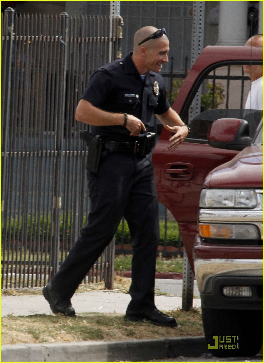jake gyllenhaal guns out for end of watch 07