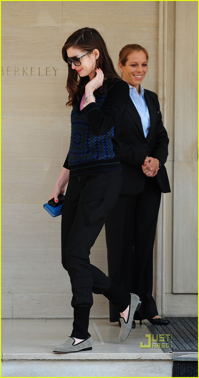 anne hathaway leaving hotel 01