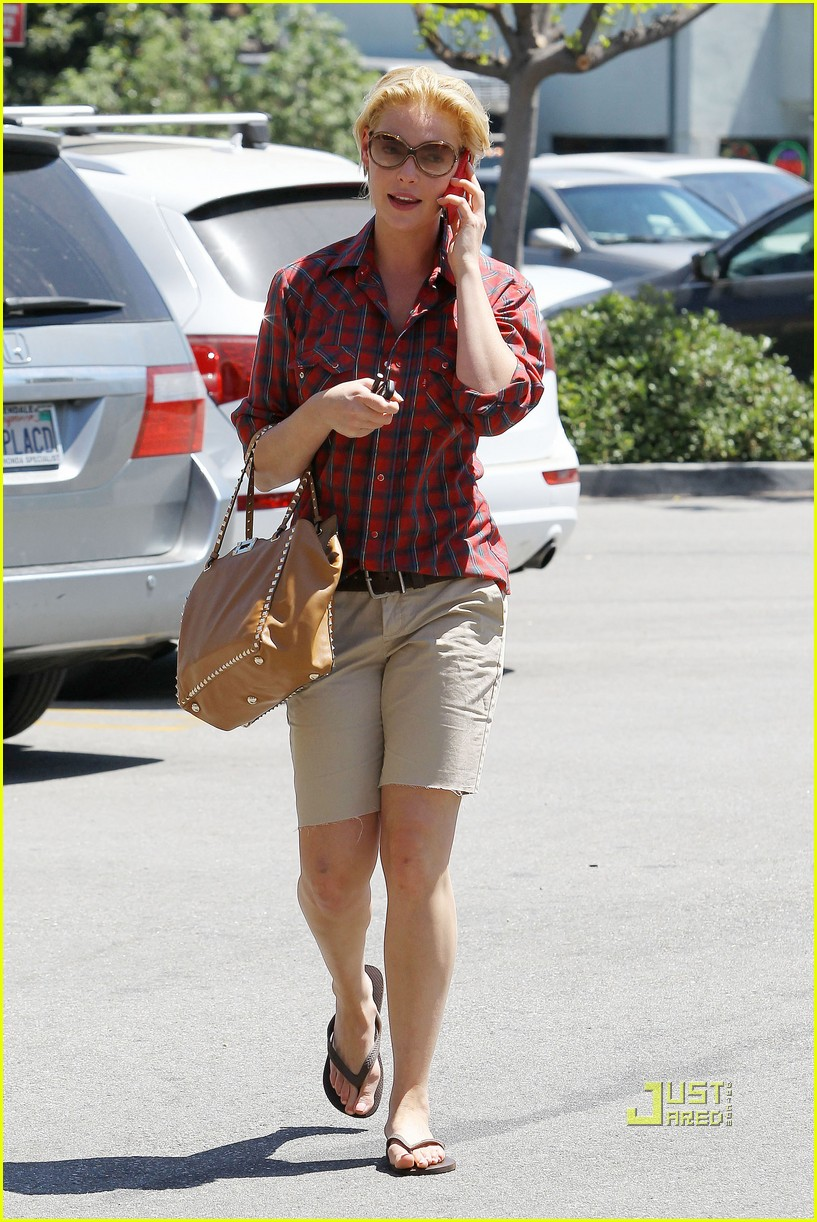 katherine heigl mani pedi plaid shirt 03