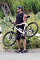 chris hemsworth biking santa monica 08