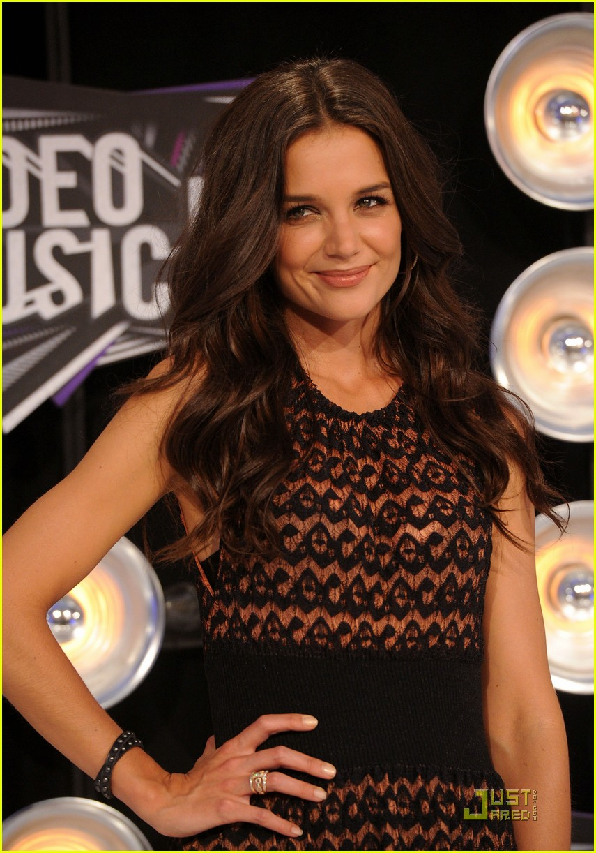 katie holmes mtv vmas 2011 red carpet 02