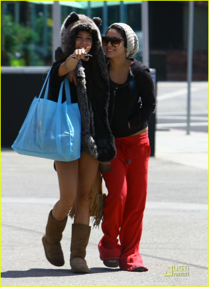 vanessa hudgens jinkys cafe with stella 152565522