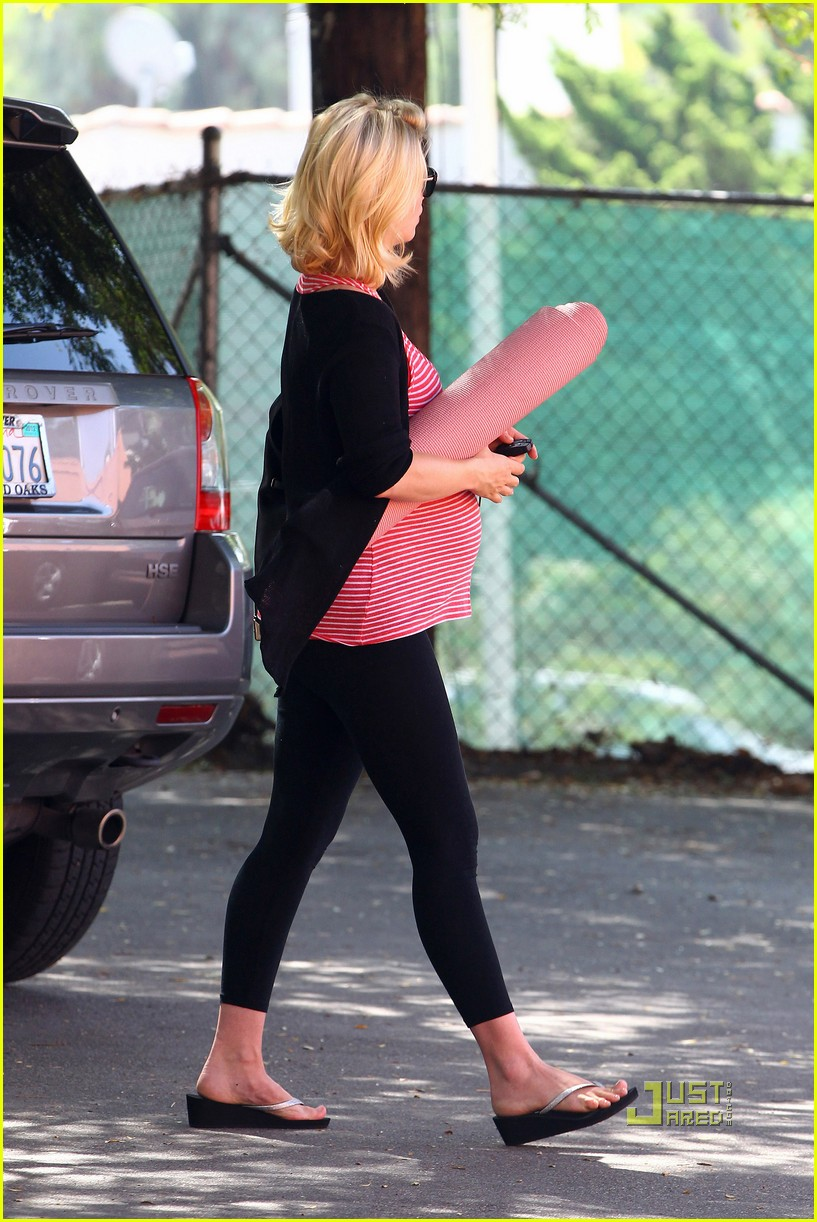 january jones striped top yoga class 02