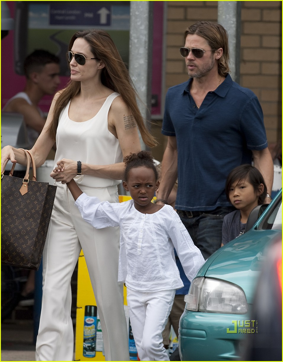 angelina jolie brad pitt kids bike shop 04