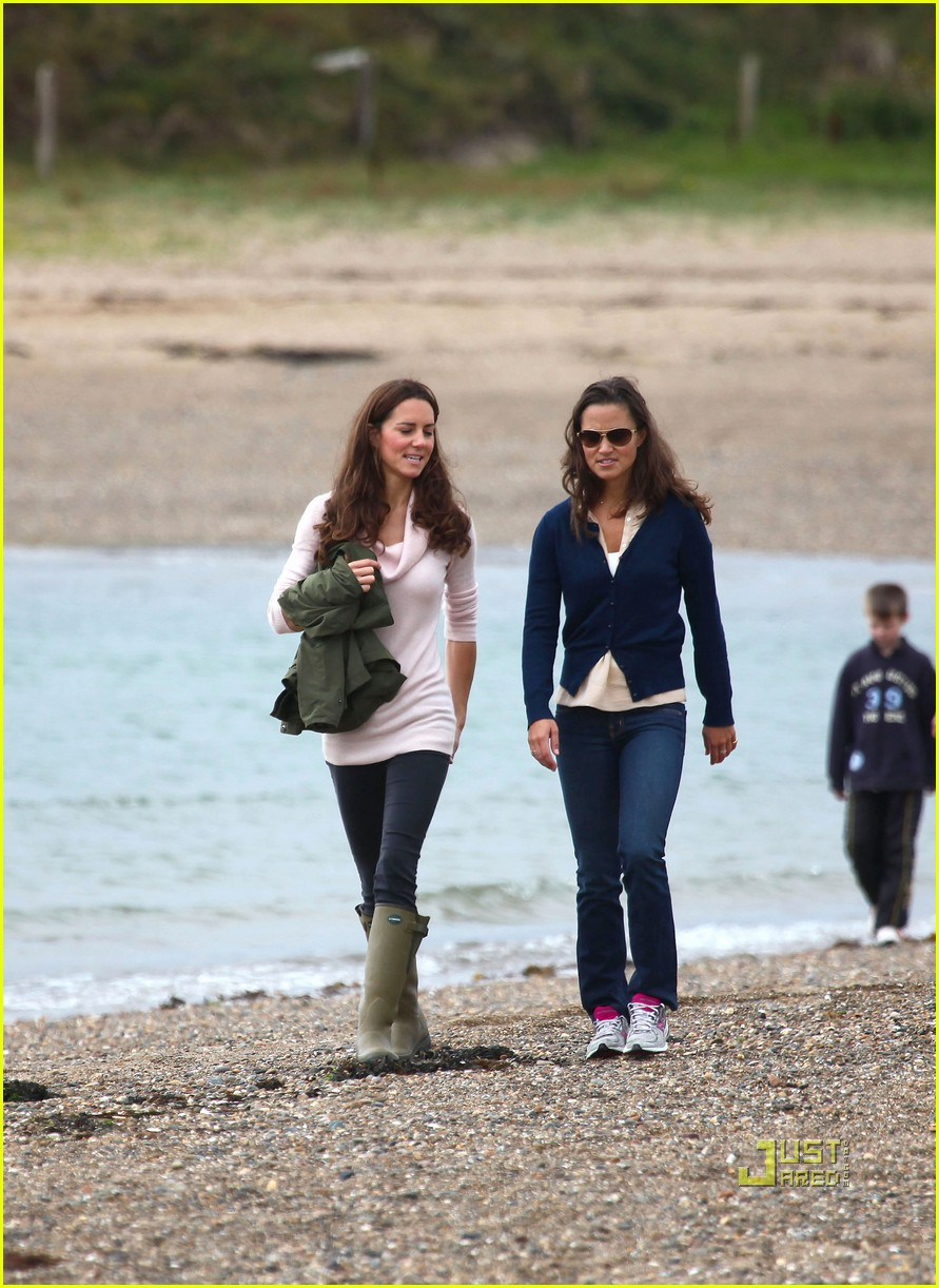 pippa middleton duchess kate walk beach 09Pippa Middleton Beach