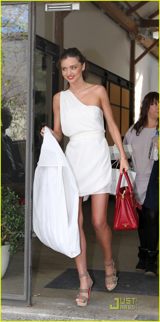 miranda kerr white hot in sydney 01