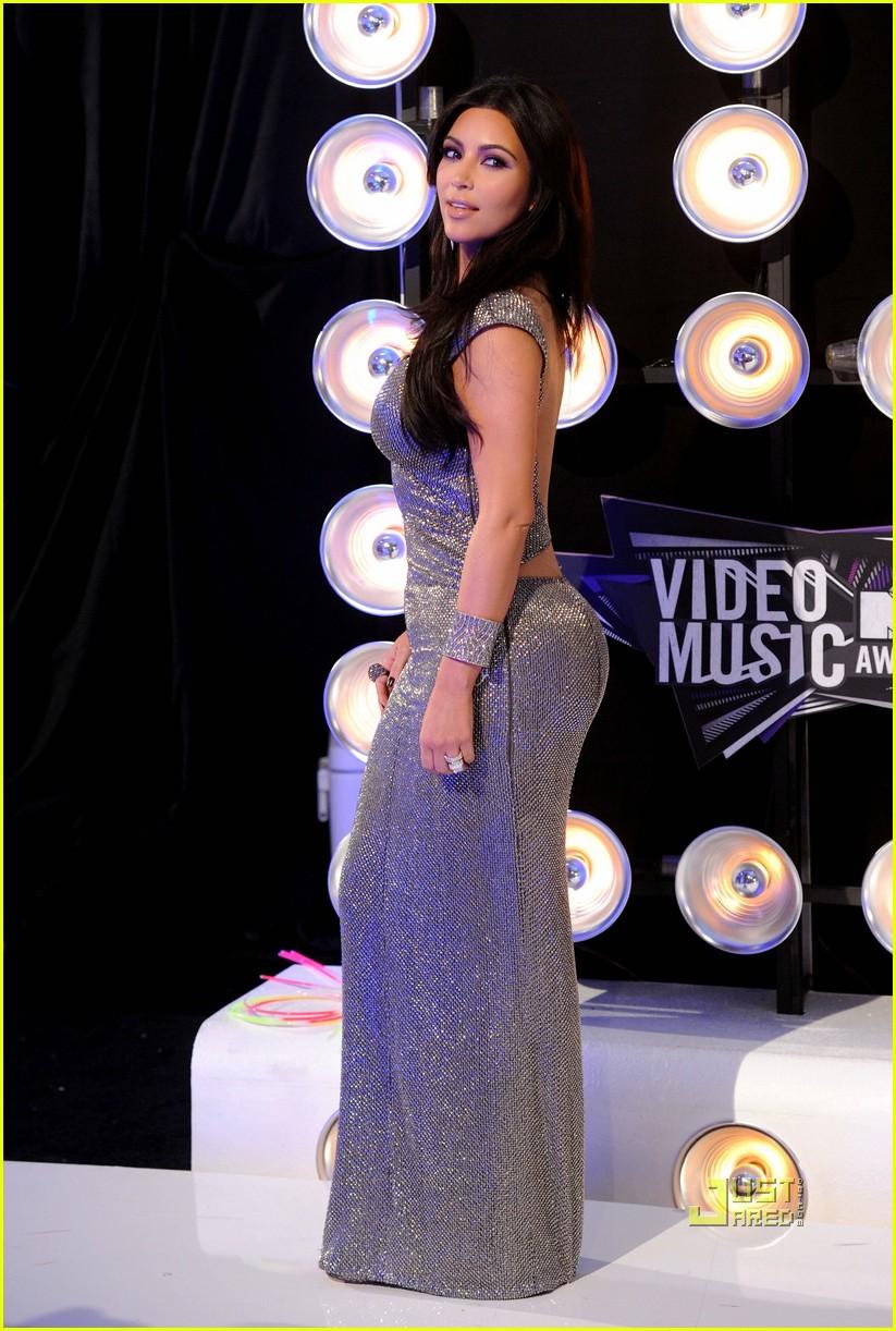 kim kardashian 2011 mtv vmas 02