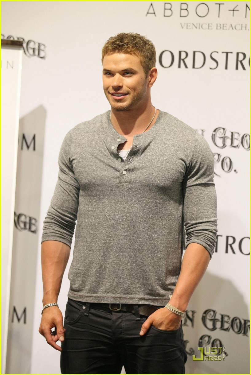 kellan lutz wwe summer slam kickoff party 01