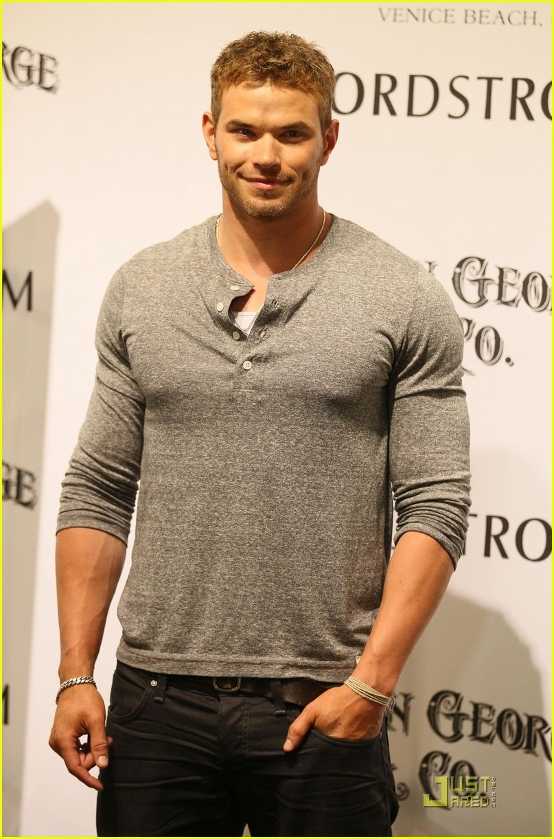 kellan lutz wwe summer slam kickoff party 07