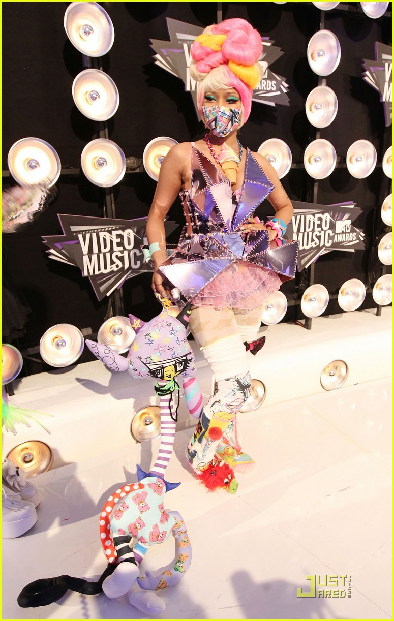nicki minaj debuts fly video at mtv vmas 05