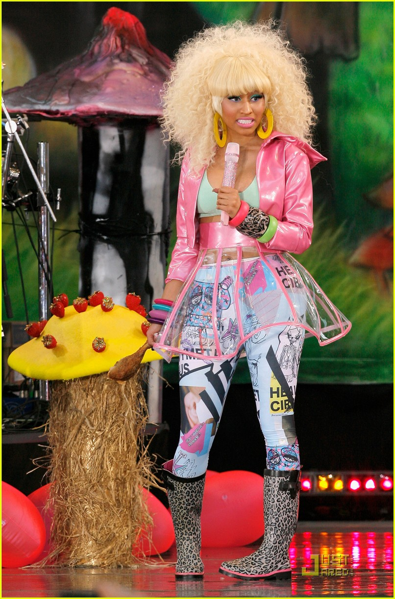 Nicki Minaj: Wardrobe Malfunction on 'Good Morning America'
