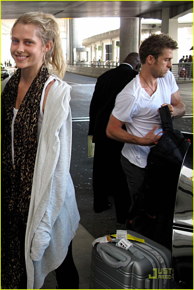 teresa palmer scott speedman pearson airport pair 01