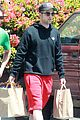 robert pattinson grocery shopping friend 03