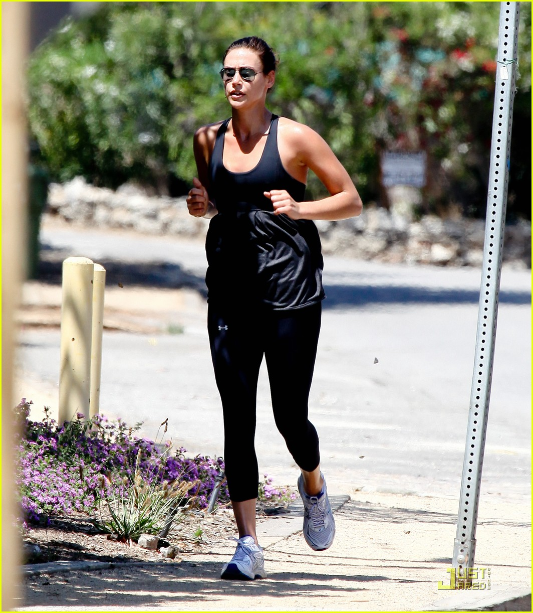 sean penn shirtless jogging with shannon costello 132574290