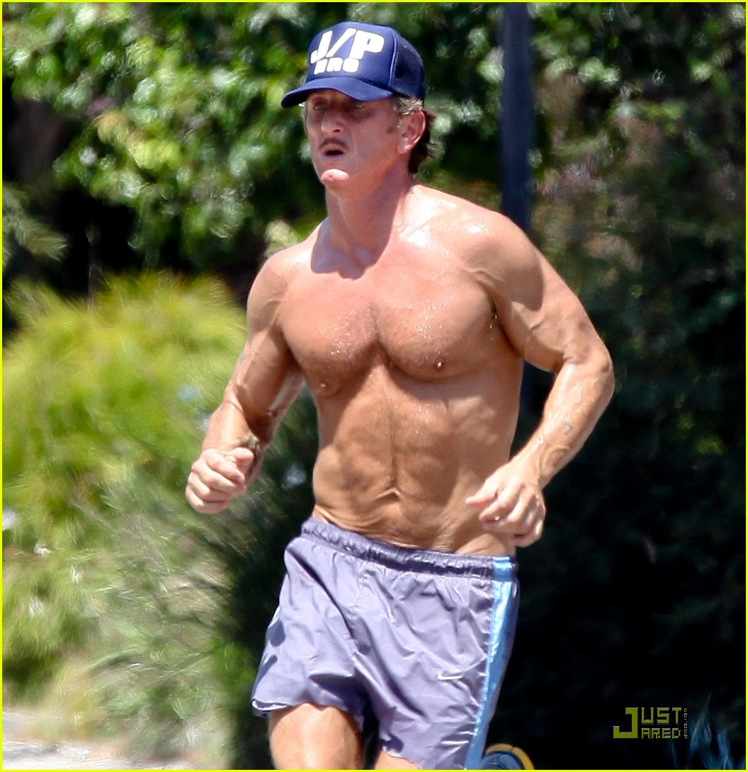 sean penn shirtless jogging with shannon costello 28