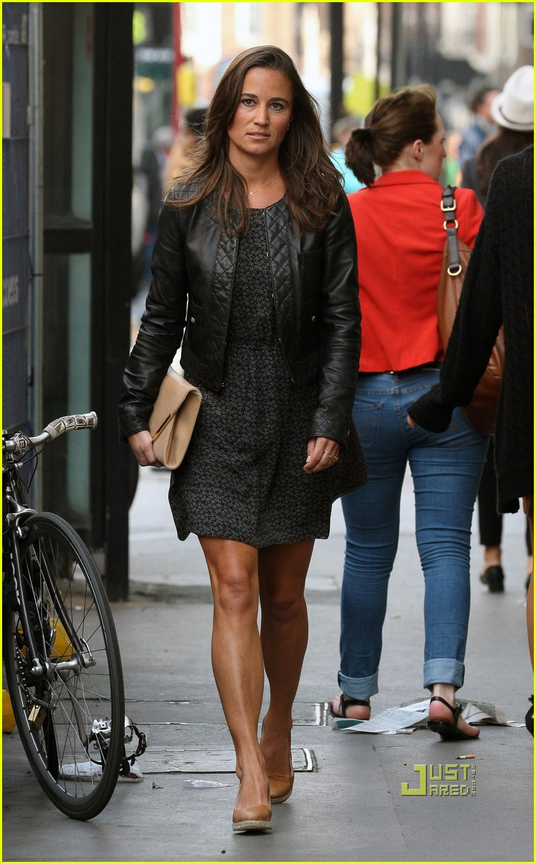 Full Sized Photo Of Pippa Middleton Heads Home London 02