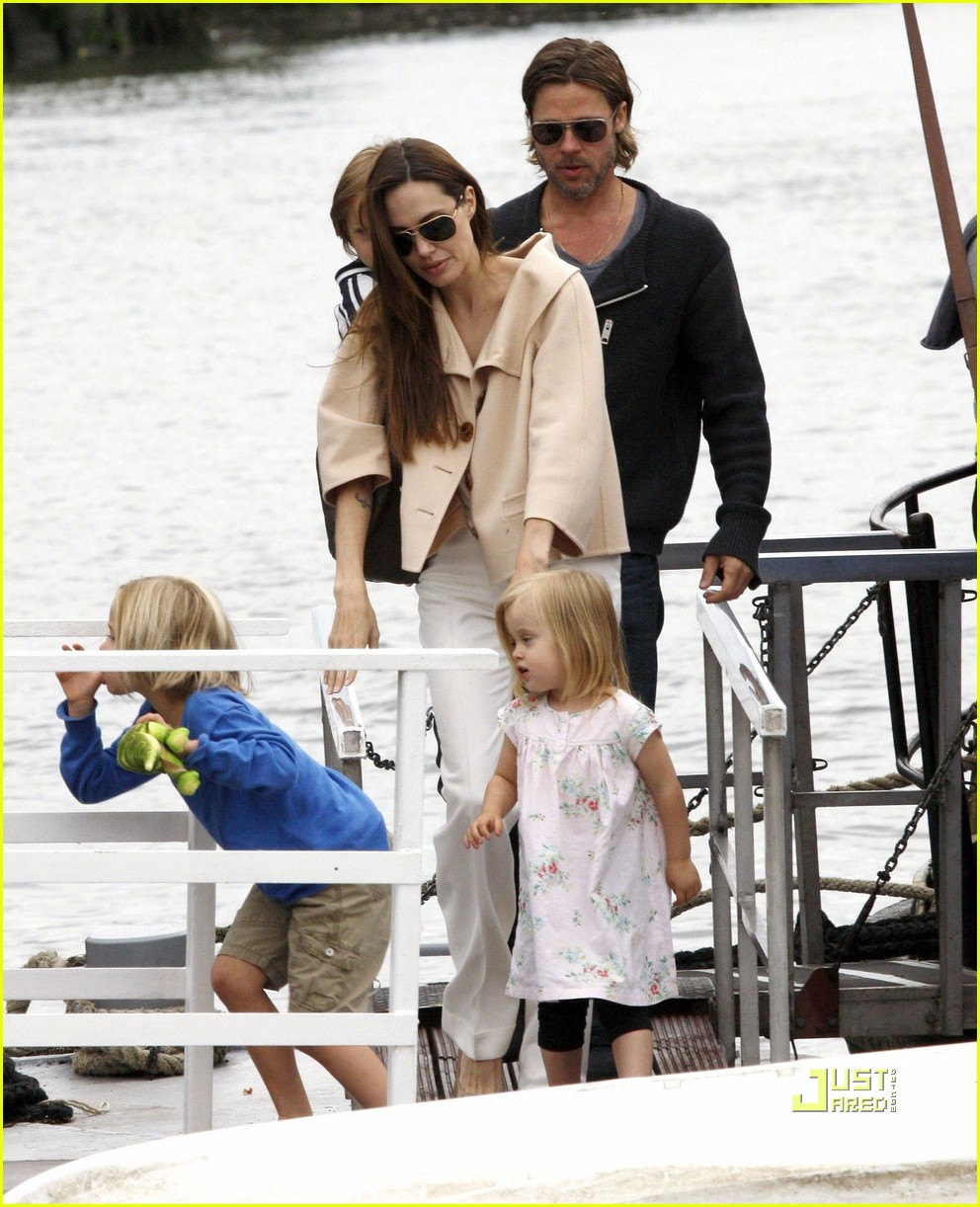 Knox and vivienne jolie pitt 2013