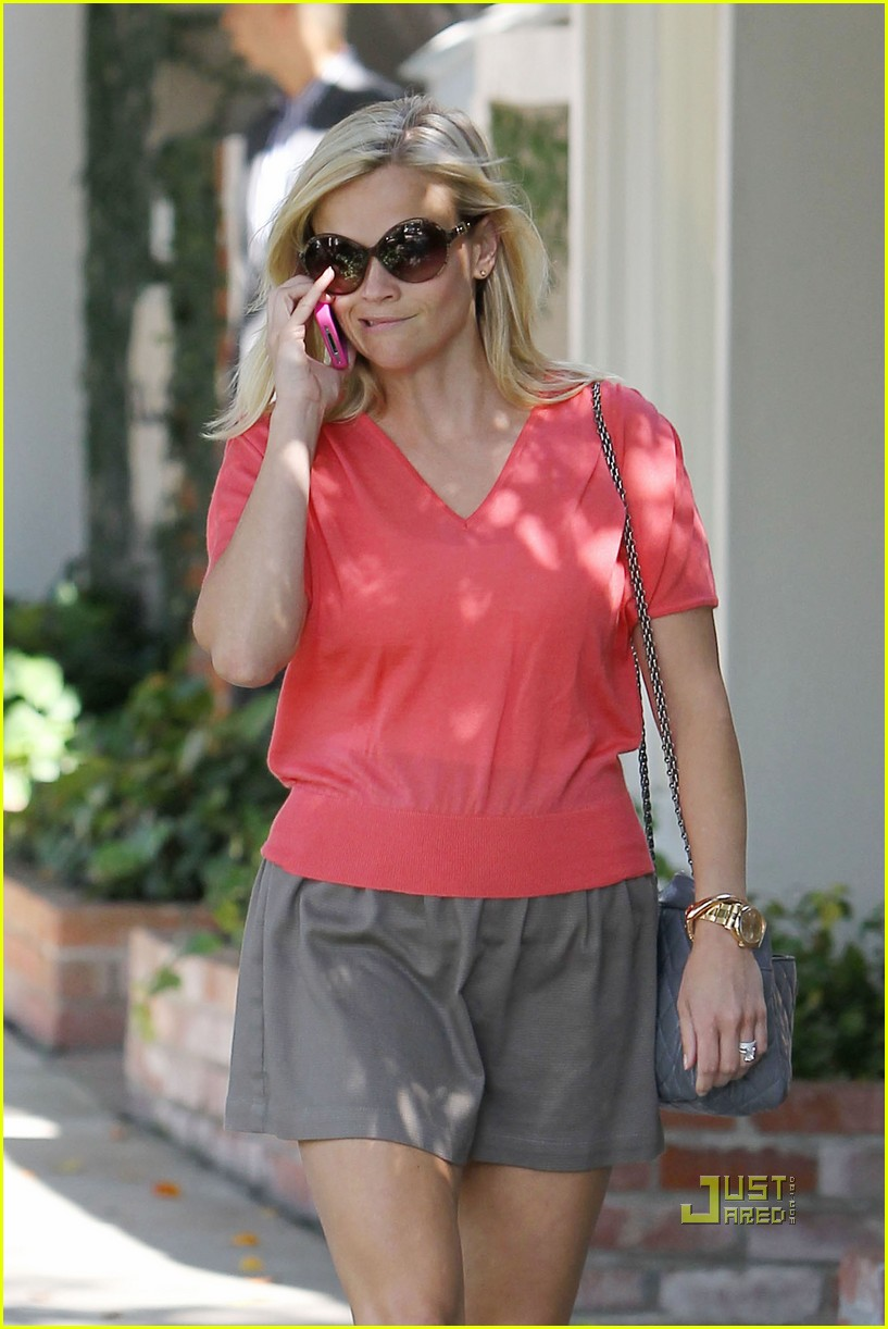 reese witherspoon coquette showroom 03
