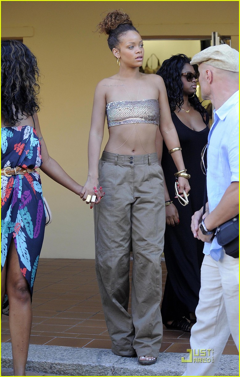 rihanna last night in sardinia 08
