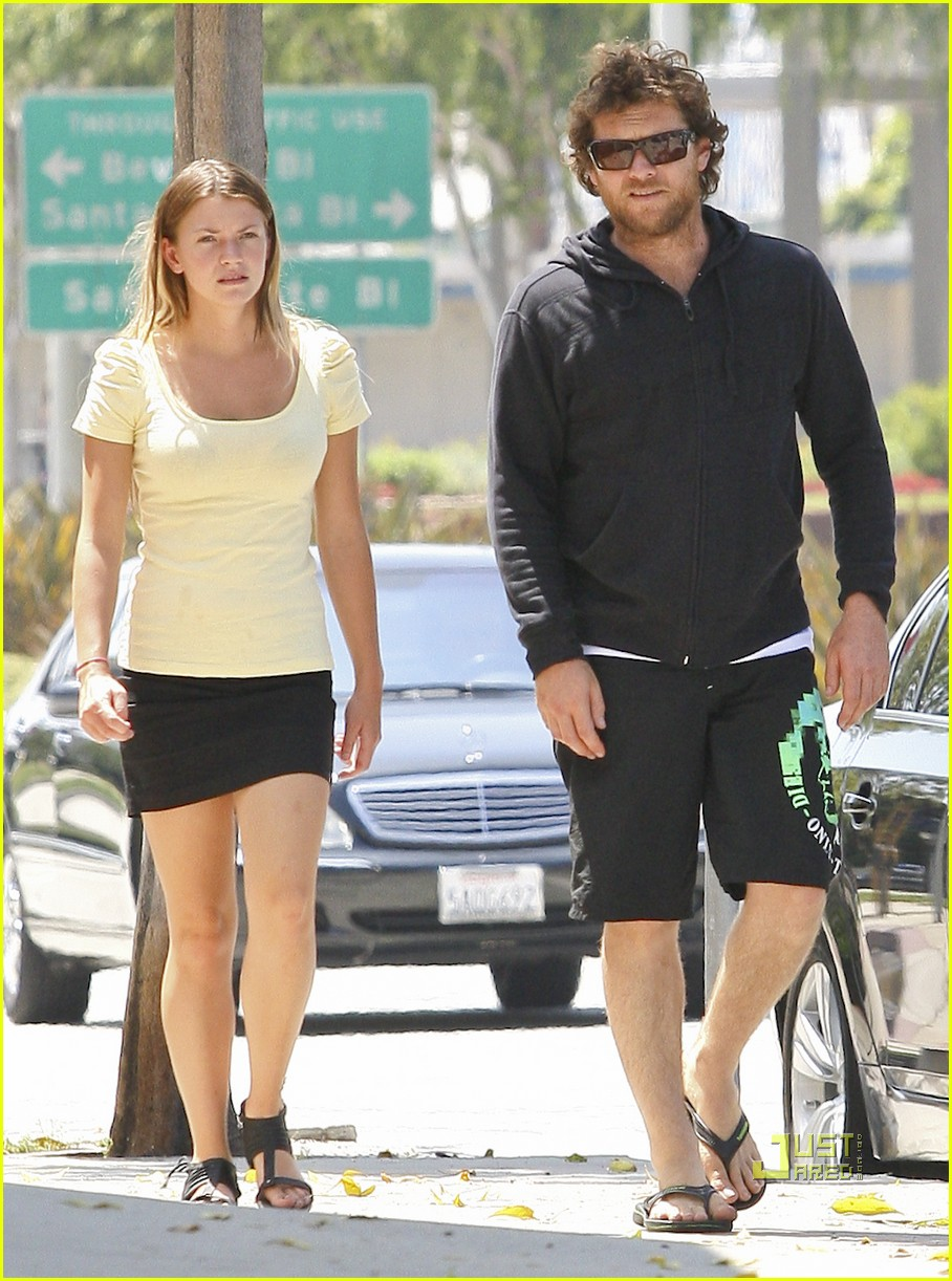 sam worthington girlfriend walk 01