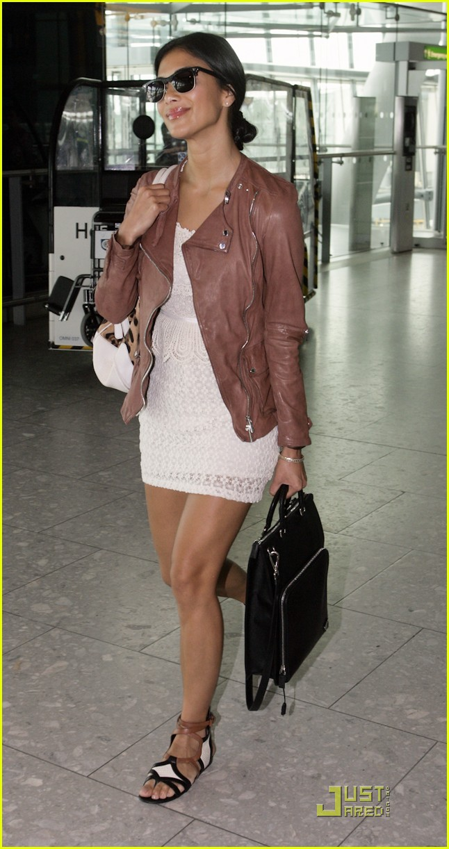 nicole scherzinger heathrow arrival 01