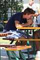 patrick schwarzenegger buys lunch 02