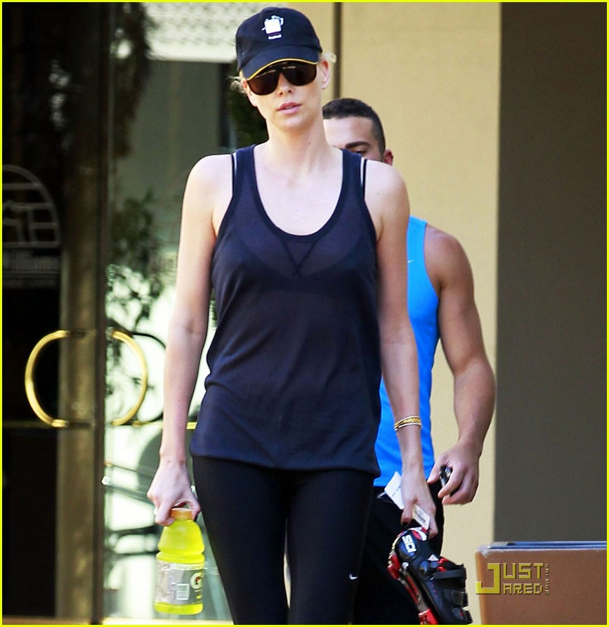 charlize theron gym time 05