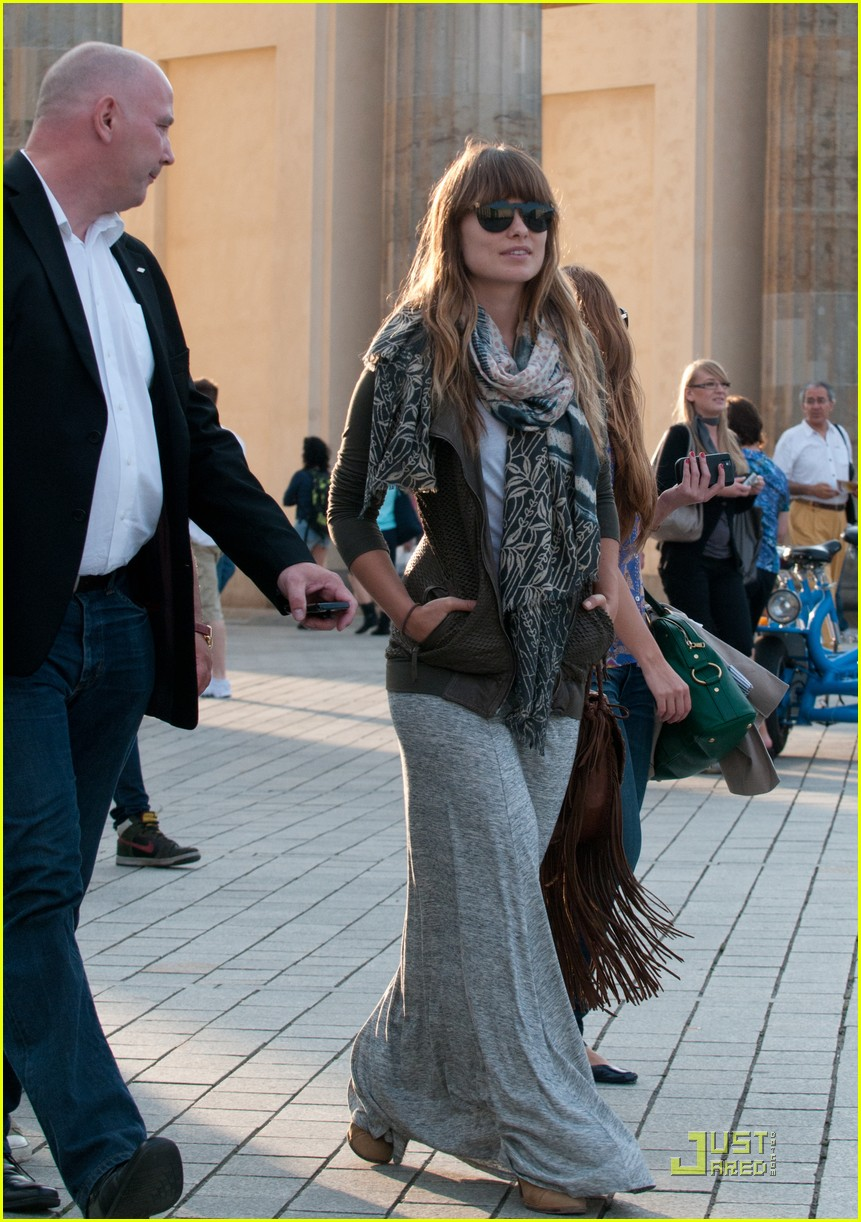 olivia wilde sightseeing berlin 15