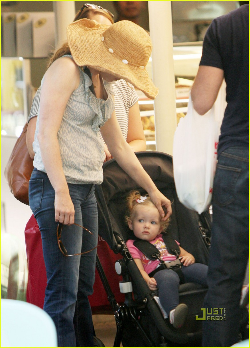 amy adams darren le gallo out shopping 11