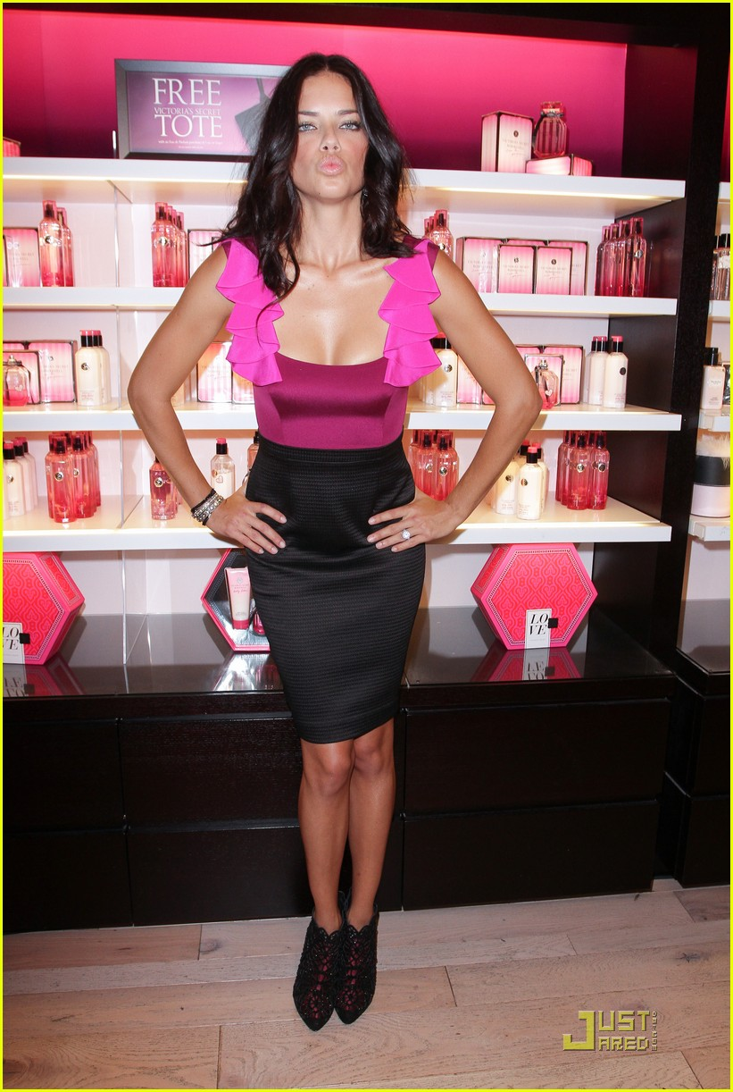 alessandra ambrosio adriana lima fashions night out 11
