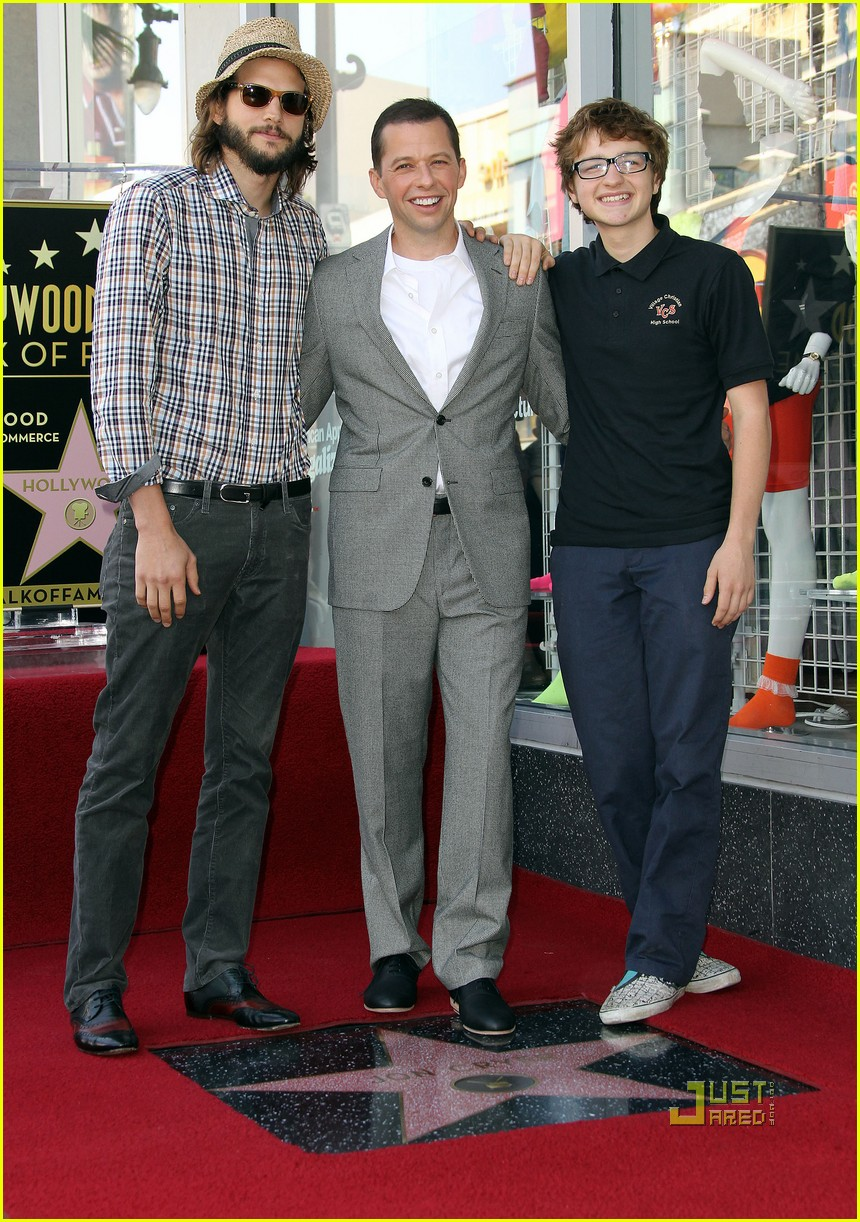ashton kutcher jon cryer star 03