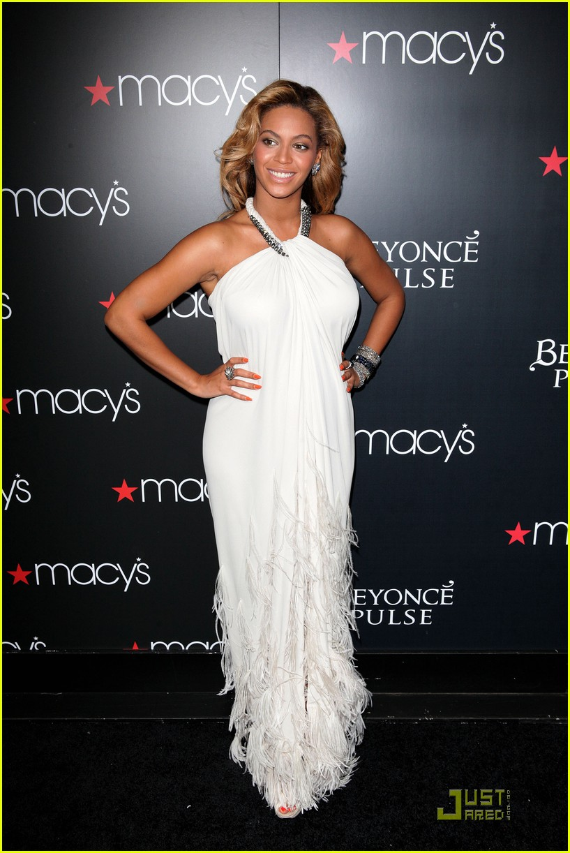 beyonce promotes pulse at macys 01
