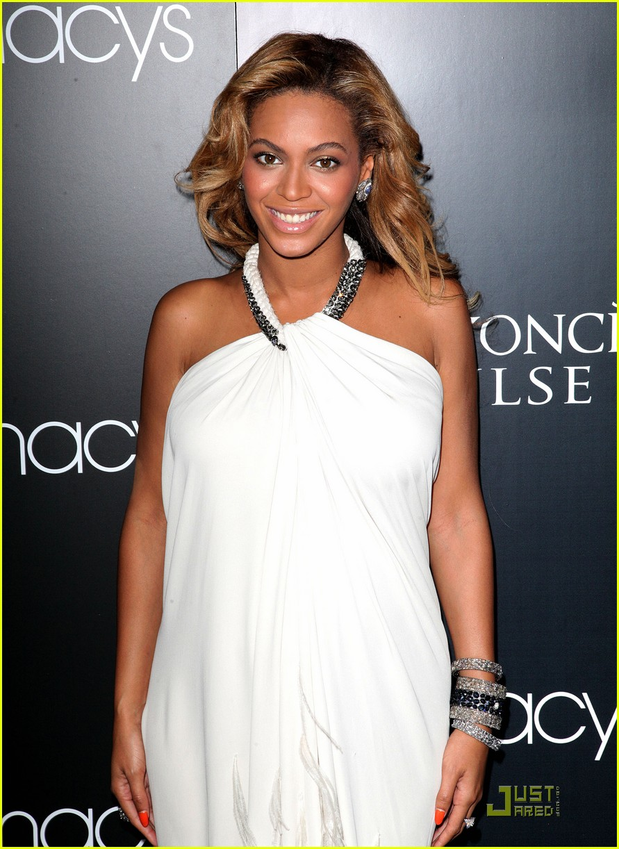 beyonce promotes pulse at macys 02