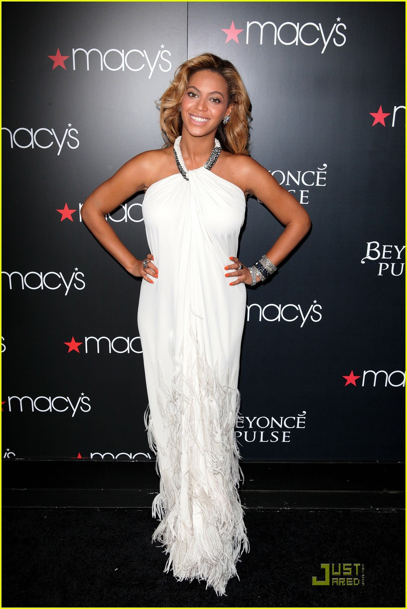 beyonce promotes pulse at macys 11
