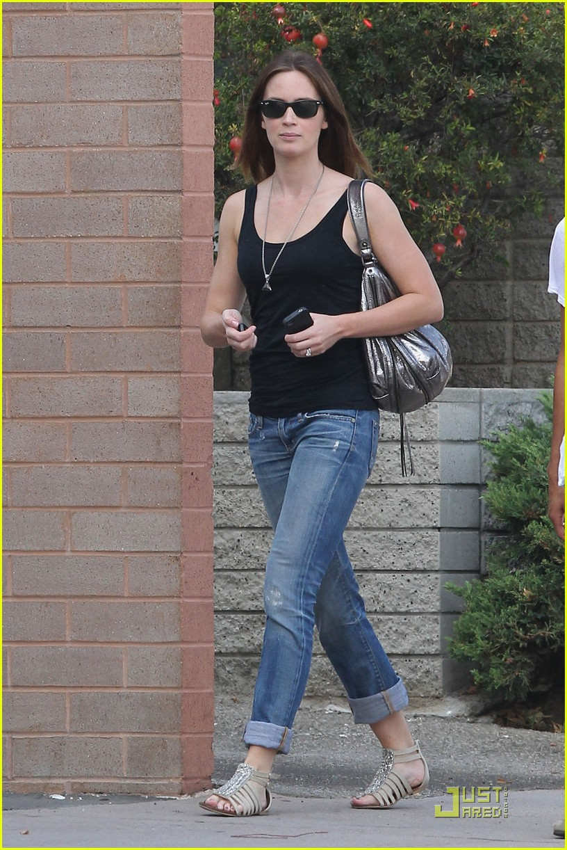 emily blunt lunch with friend 052583545
