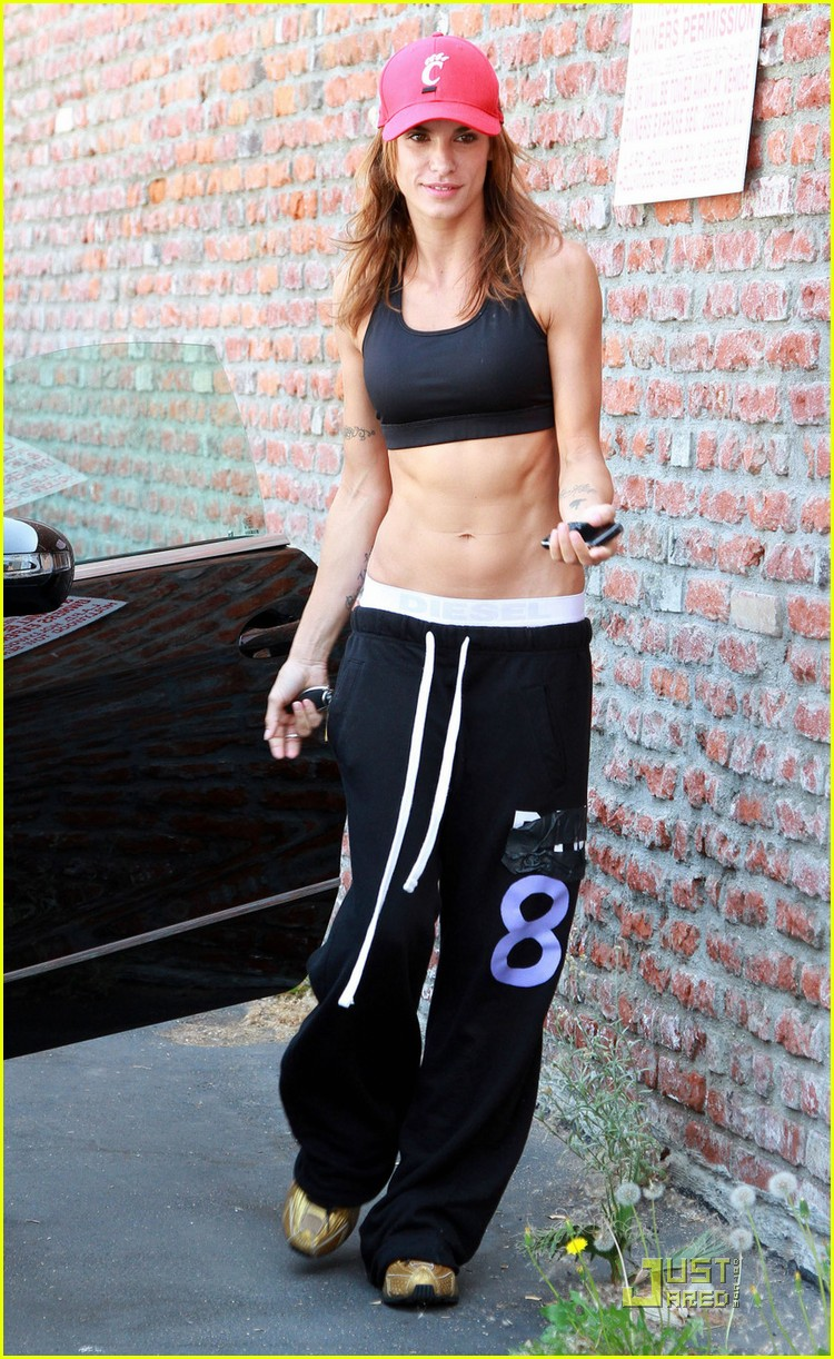 elisabetta canalis toned tummy 01