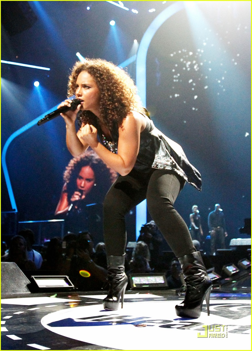 alicia keys coldplay iheartradio 05