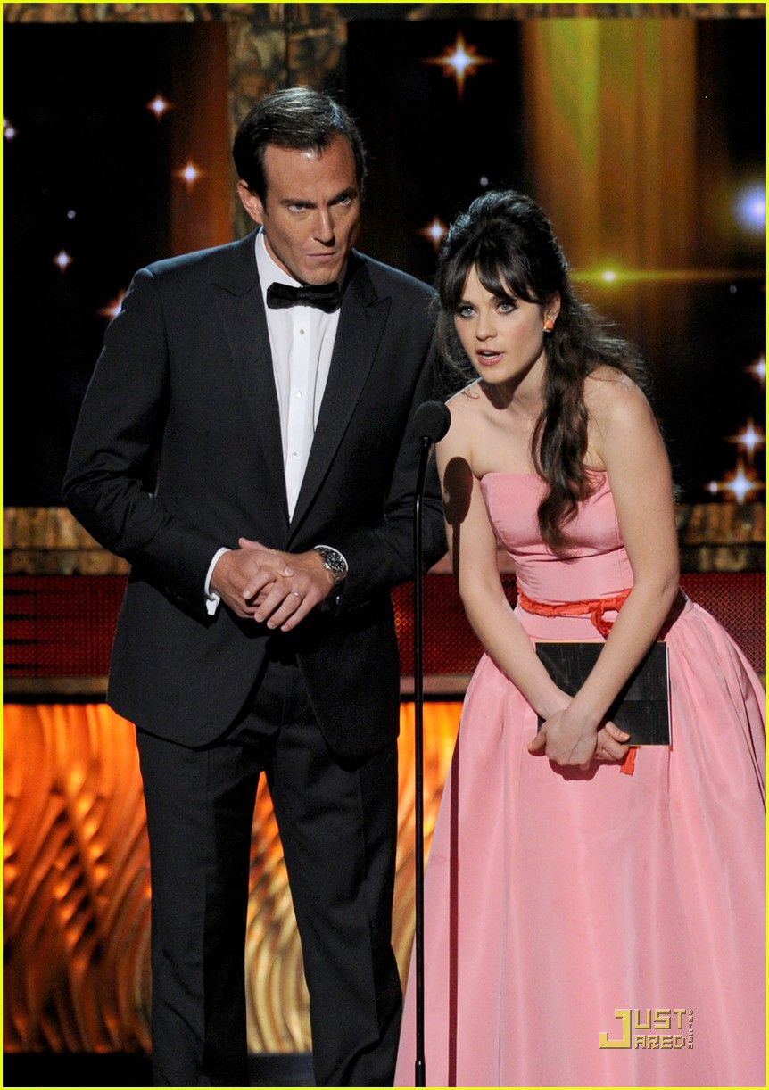 zooey deschanel emmys 2011 presenter 05