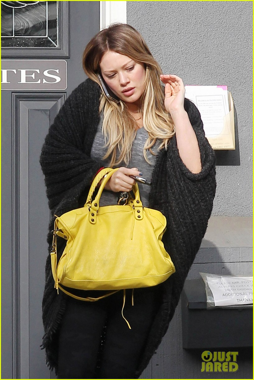 hilary duff yellow purse pilates 01