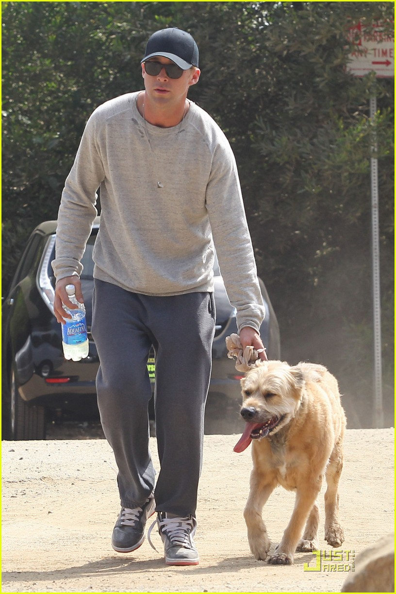 ryan gosling dog runyon canyon 04