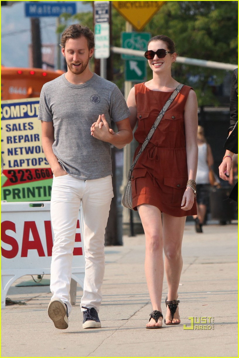 anne hathaway adam shulman millies coffee shop 03