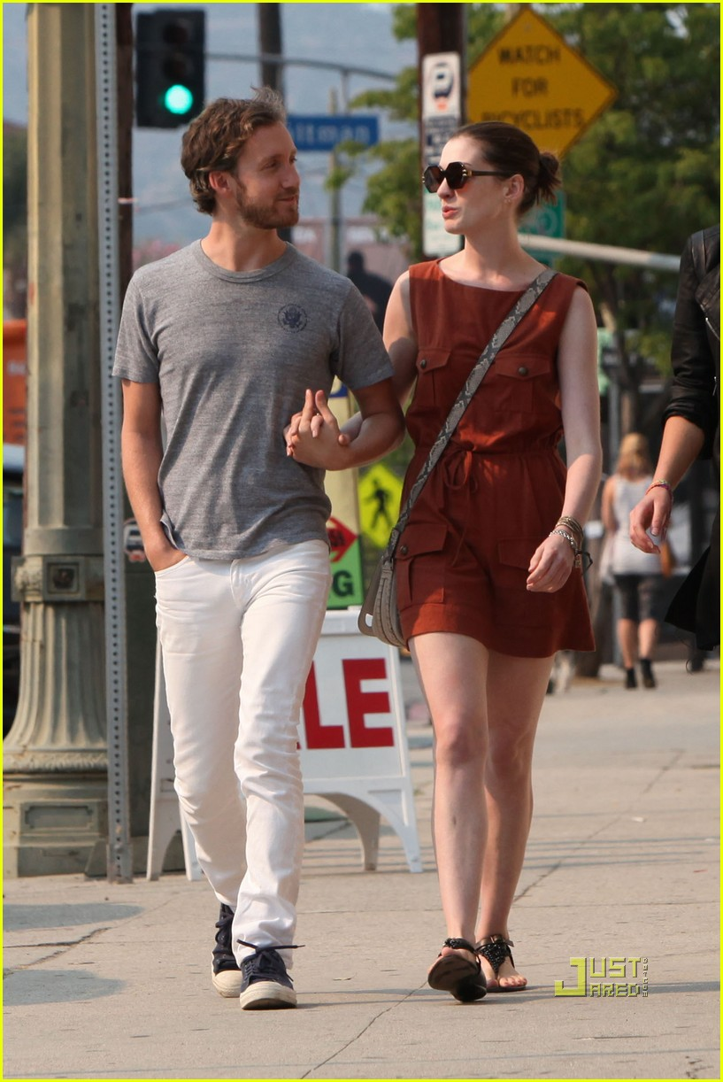 anne hathaway adam shulman millies coffee shop 05