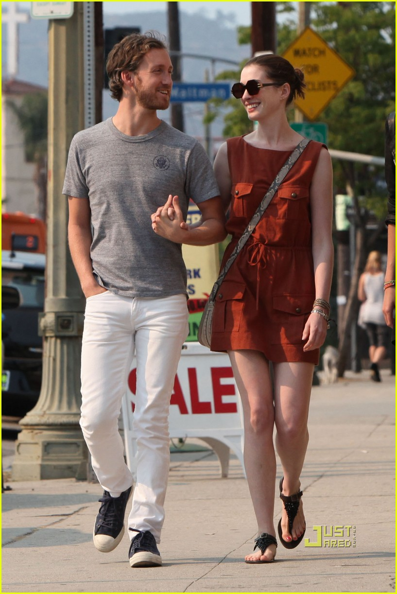 anne hathaway adam shulman millies coffee shop 16
