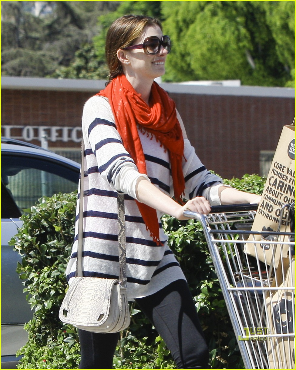 anne hathaway whole foods 05