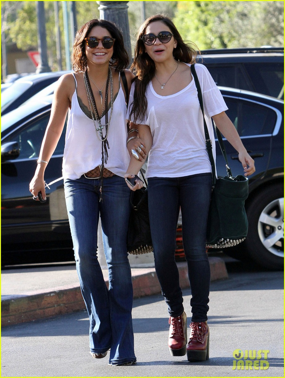 Stella Hudgens And Vanessa Hudgens 2015