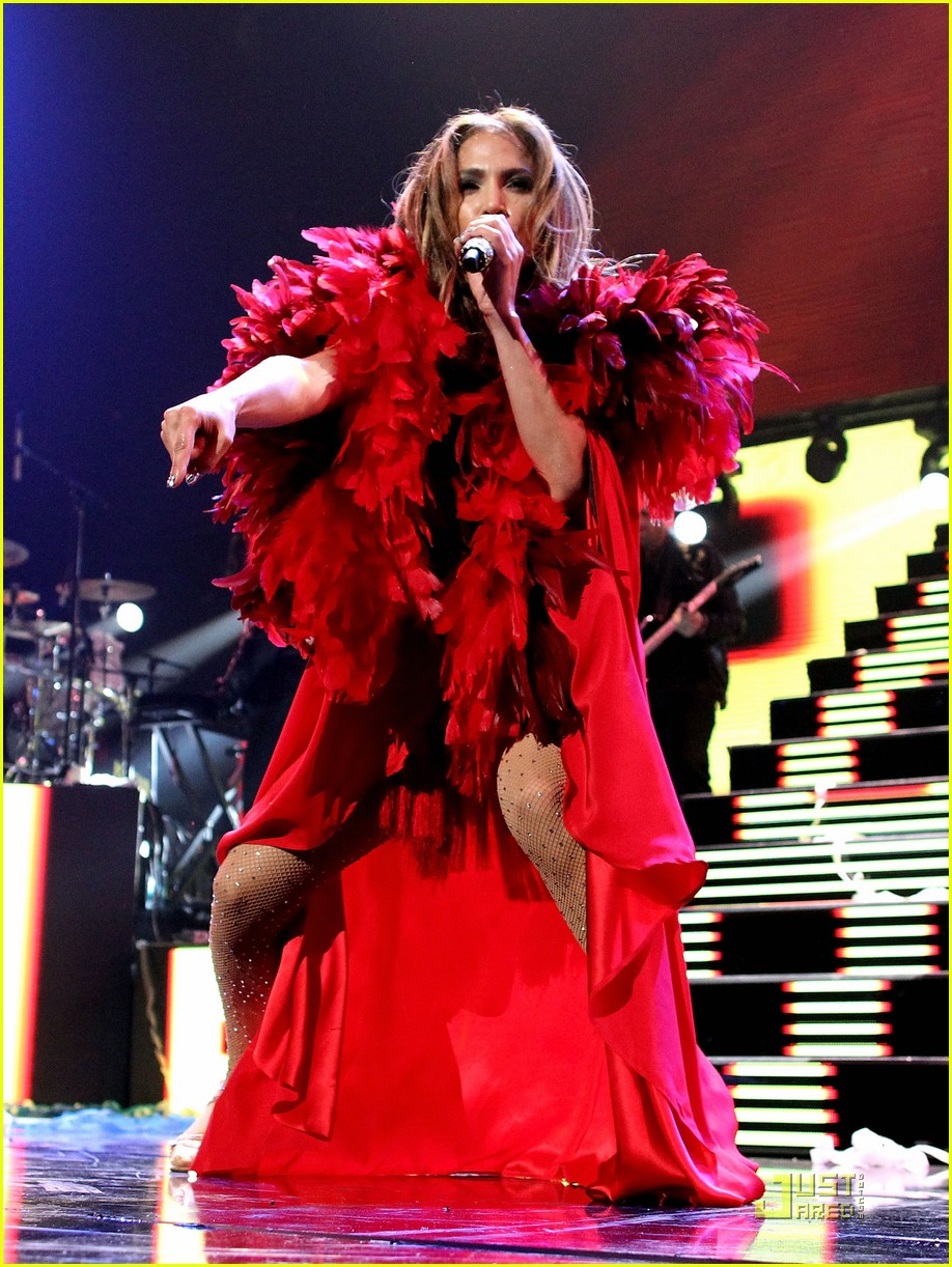 jennifer lopez iheartradio festival performance 03