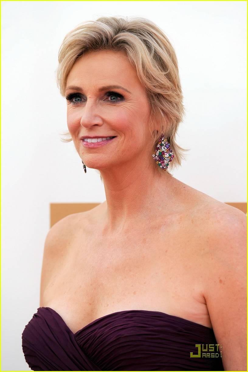 jane lynch emmys 2011 red carpet 02