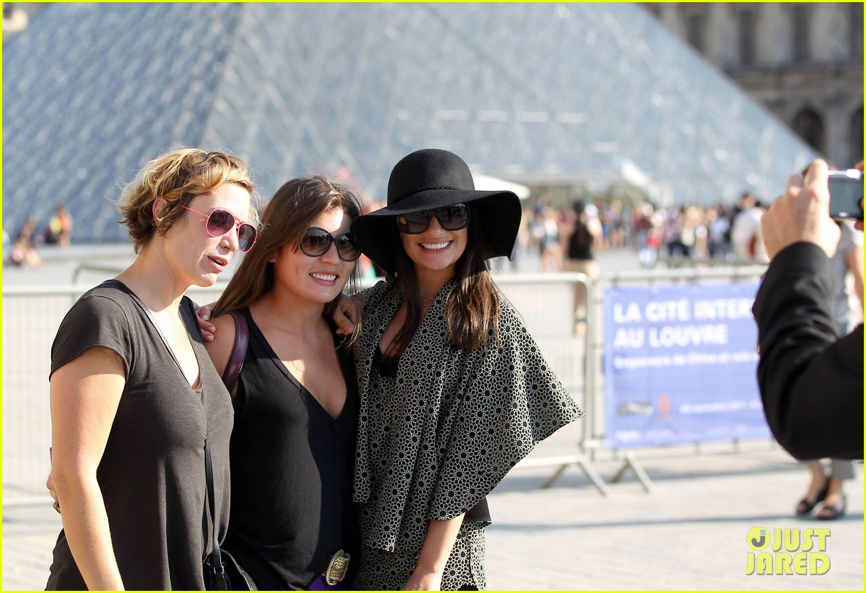 Lea Michele In Paris Wallpapers Collection