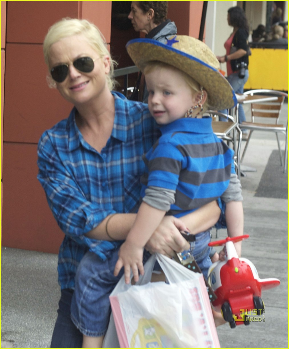 amy poehler archie toy shop 05